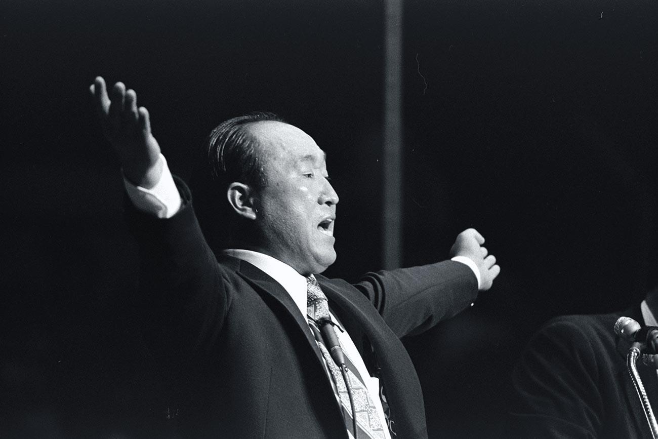 Сун Мьонг Мун.