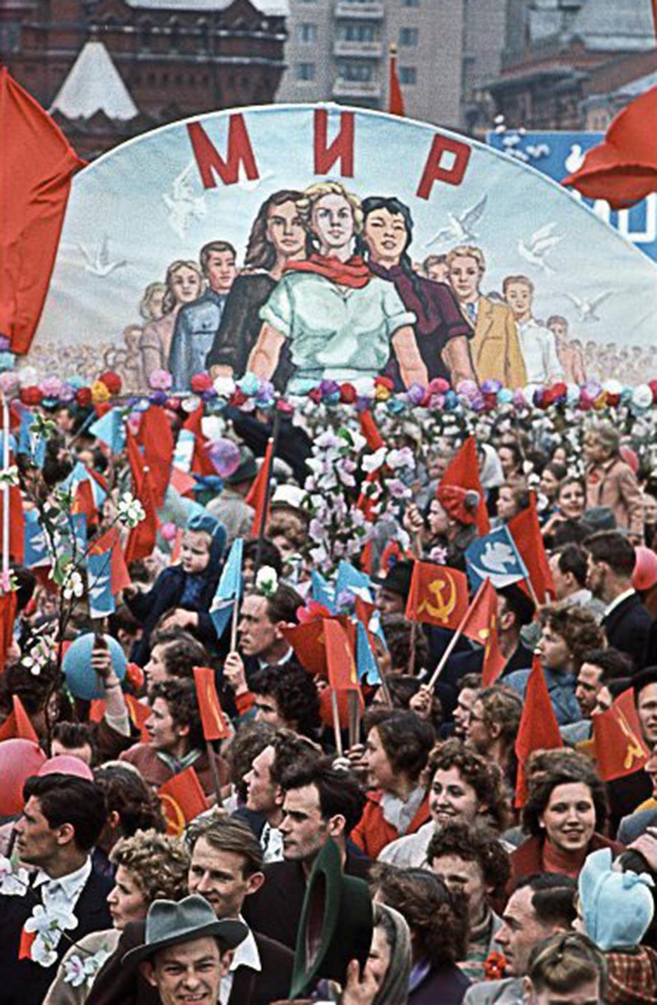 「平和」。お祝いムードのモスクワ、1960年