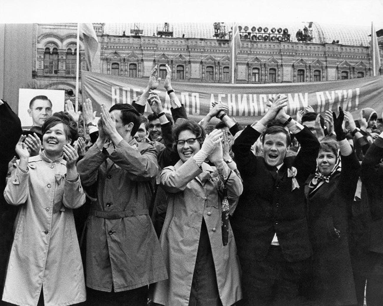 赤の広場で行われたメーデーのパレード、1970年代