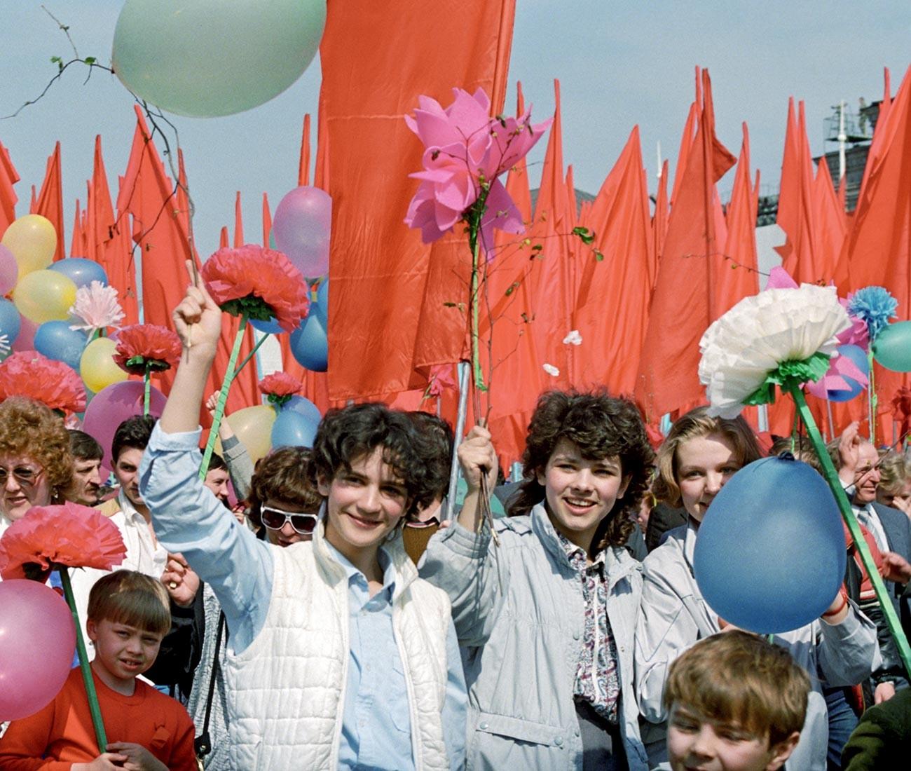 モスクワの「労働者の国際的団結の日」、1987年