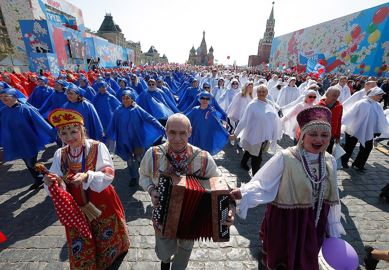 5月1日にモスクワで開かれた労働組合のデモ、2019年