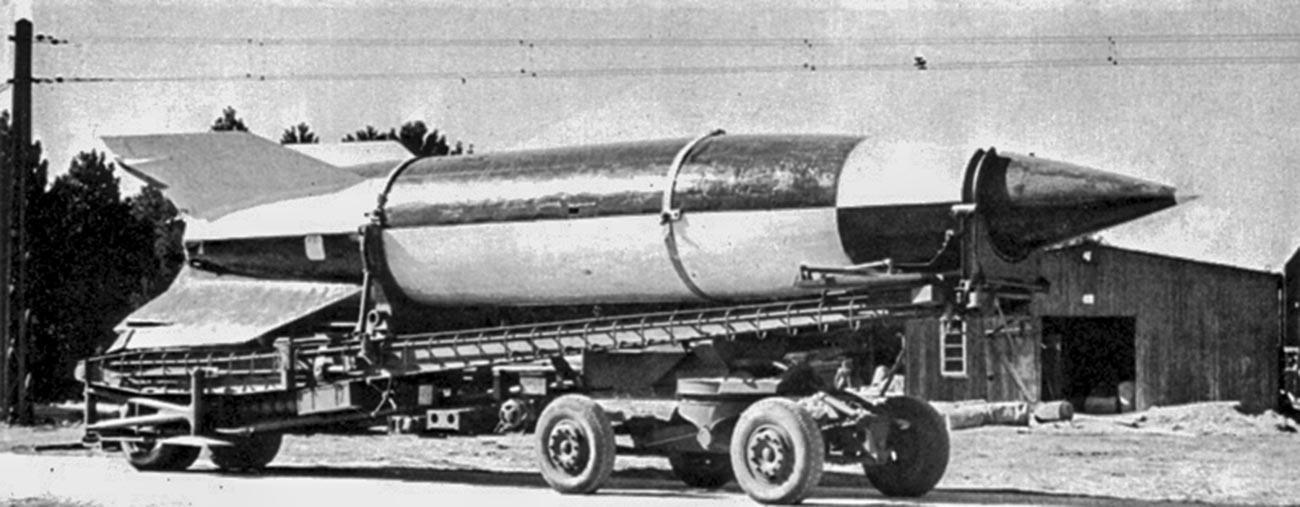 """""""ФАУ-2"""" на приколка за транспортер Мејлерваген."""