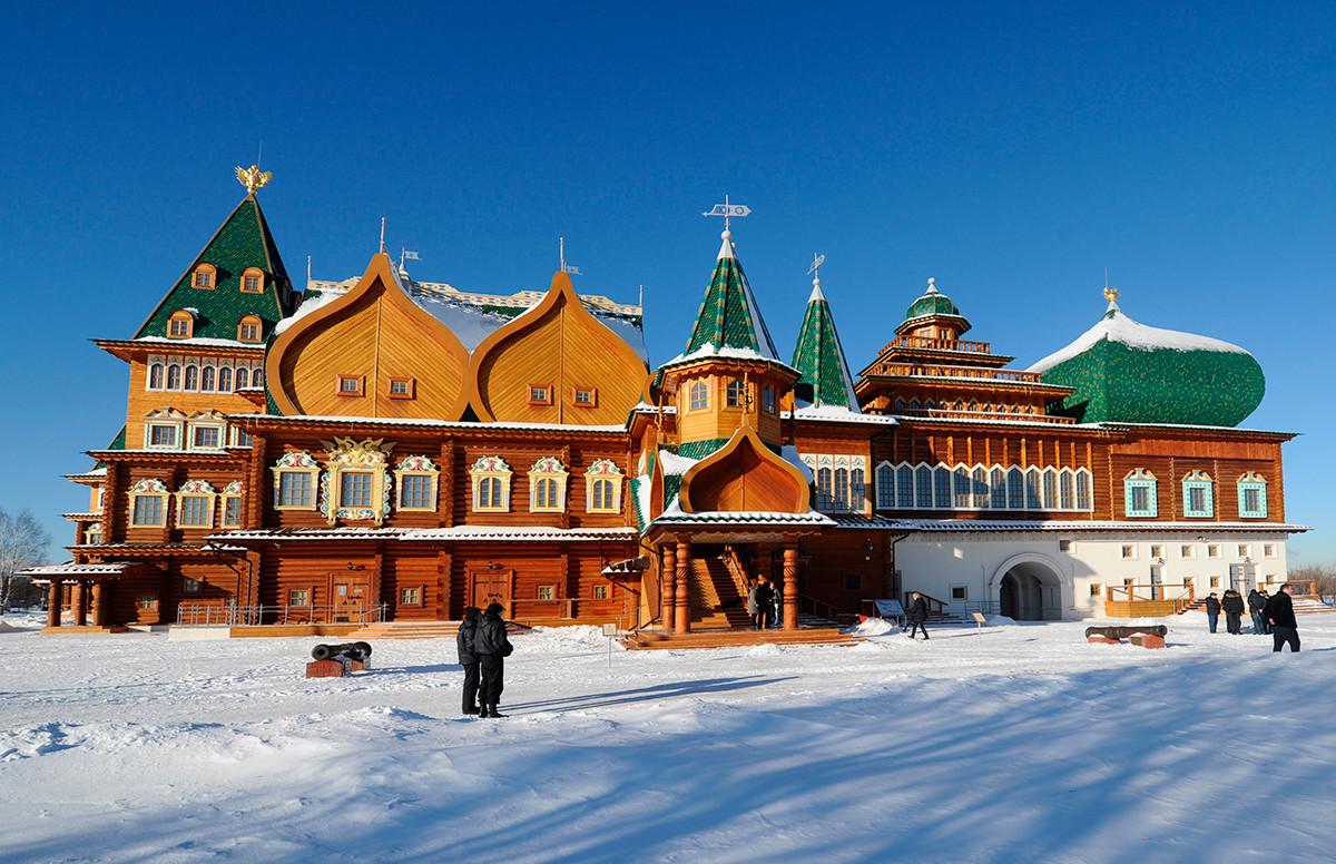 Une réplique du palais du tsar Alexis Ier (1629-1676) dans le parc Kolomenskoïé situé à 10km du centre de Moscou