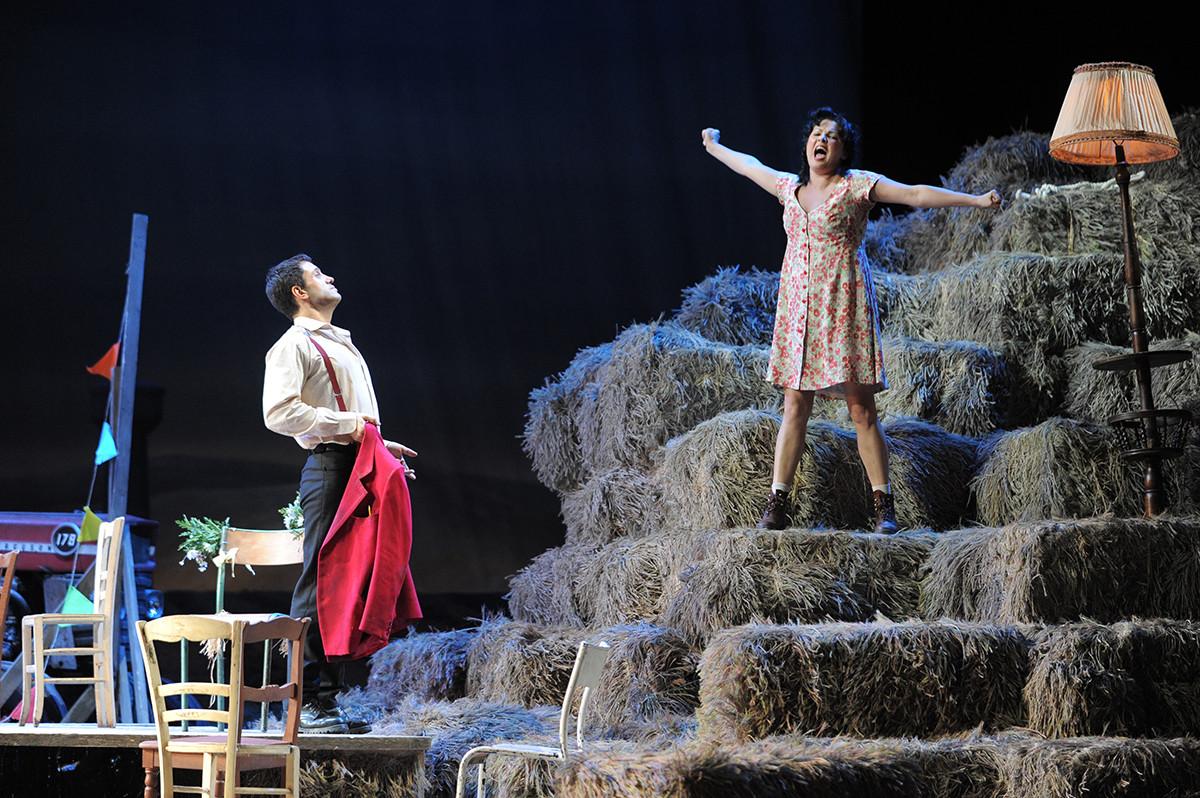 La diva de l'opéra russe Anna Netrebko au théâtre Mariinsky de Saint-Pétersbourg
