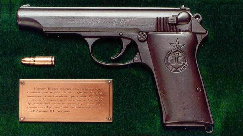 """Pištolj """"Baltijac"""" konstruiran u Lenjingradu za vrijeme prve zimske blokade na inicijativu zapovjednika minske obrane i načelnika stožera Baltičke flote Jurija Ralja."""