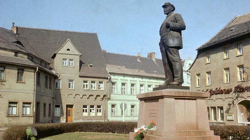 The monument in Eisleben, 1974