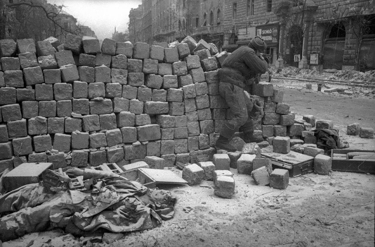 Combats dans les rues de Budapest