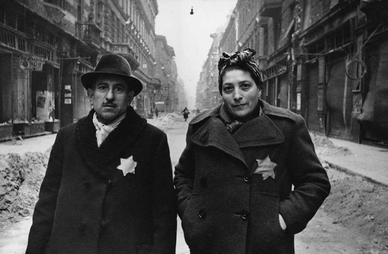 Un couple juif libéré du ghetto de Budapest