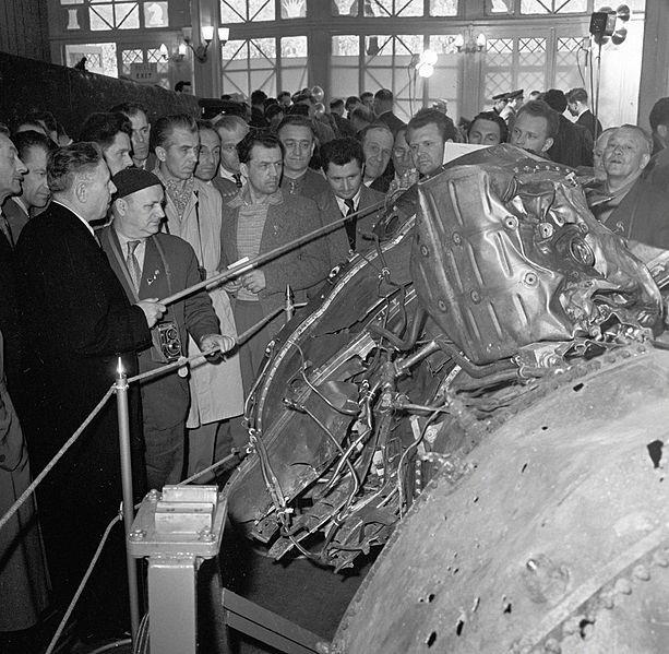 El motor del avión estadounidense Lockheed U-2 derribado, pilotado por el espía Francis Gary Powers, expuesto en el Parque Gorki