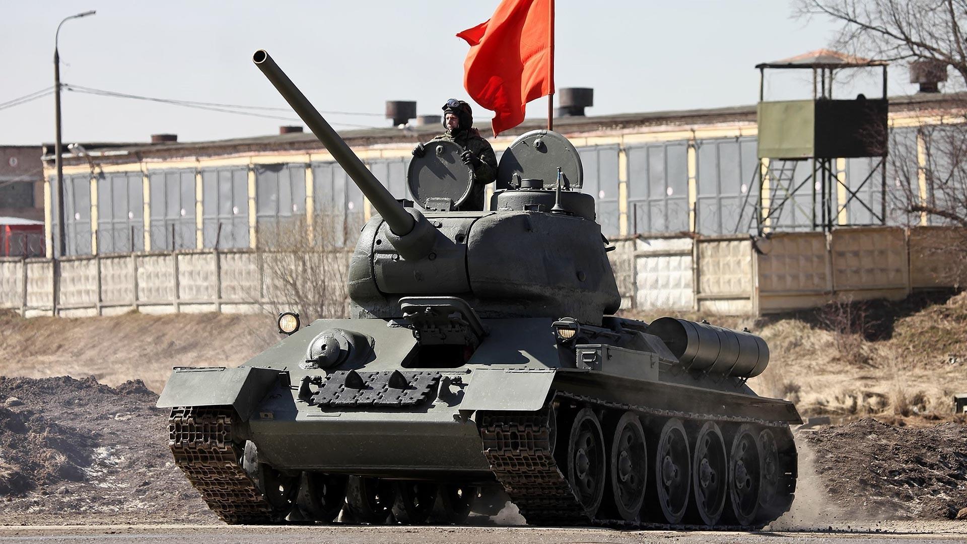 Panzer T-34-85.