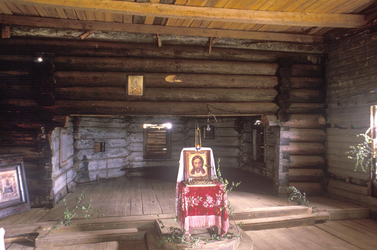 Église de l'Icône de la Vierge Hodegetria, intérieur. Vue vers l'abside avec espace destiné à l'autel