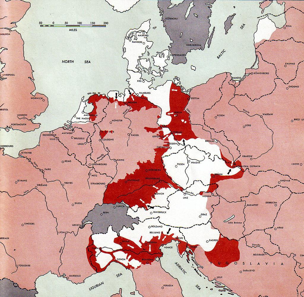 Situacija v Evropi 1. maja 1945; s temno rdečo so označena bojišča, rožnata so območja pod nadzorom zaveznikov, bela pa pod nemškim nadzorom.