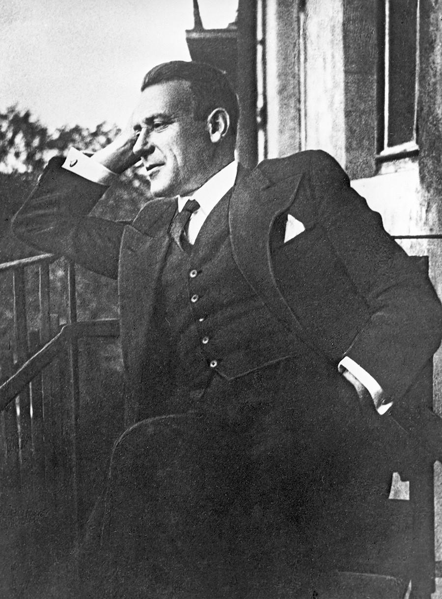Preden se je proslavil kot genialni pisatelj, je Mihail Bulgakov bil zaposlen kot zdravnik.