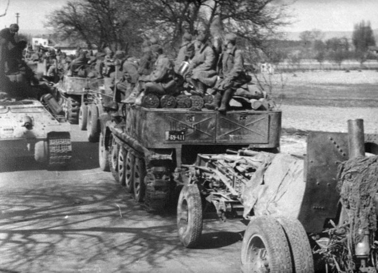 L'Armée rouge sur la route de Bratislava à Vienne