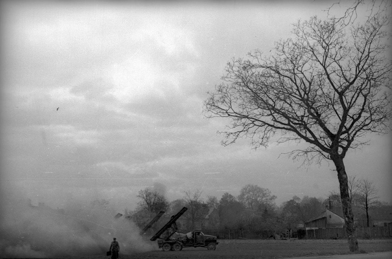 Un lance-missiles multiple B-13 «Katioucha» près de Vienne