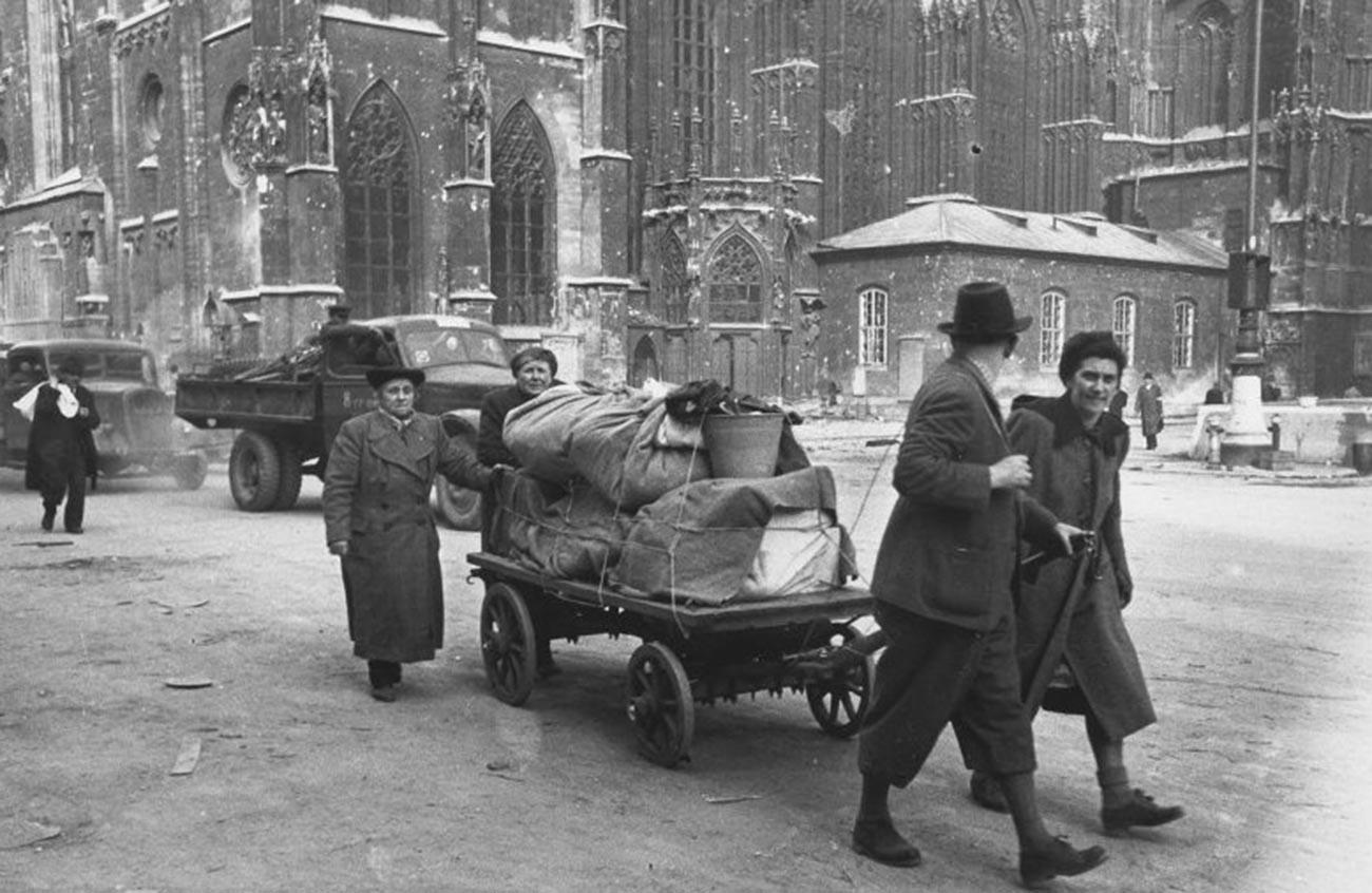 Des réfugiés autrichiens rentrent chez eux