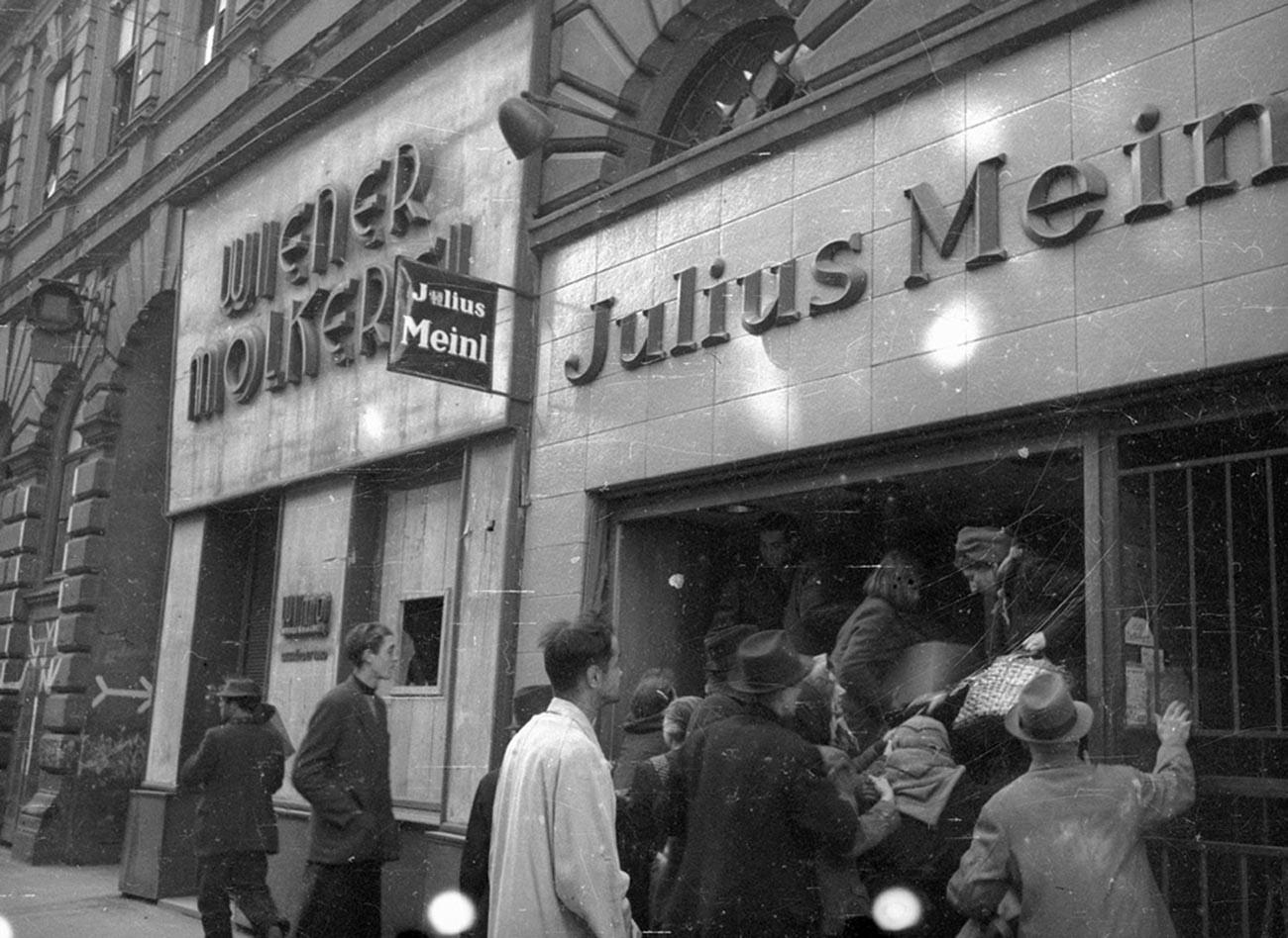 Frénésie d'achats dans une rue de Vienne