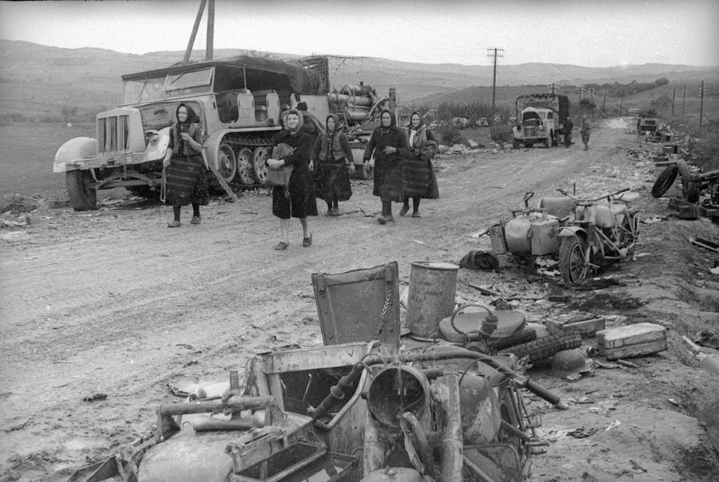 Équipement militaire abandonné par les troupes allemandes lors de leur retraite