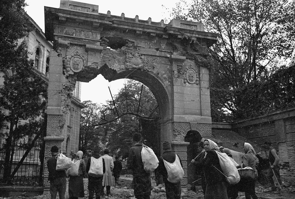 Les civils rentrent à Belgrade.