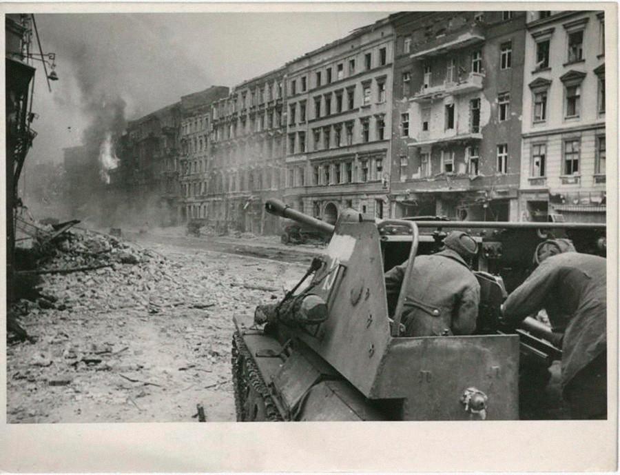 Combats de chars à Berlin