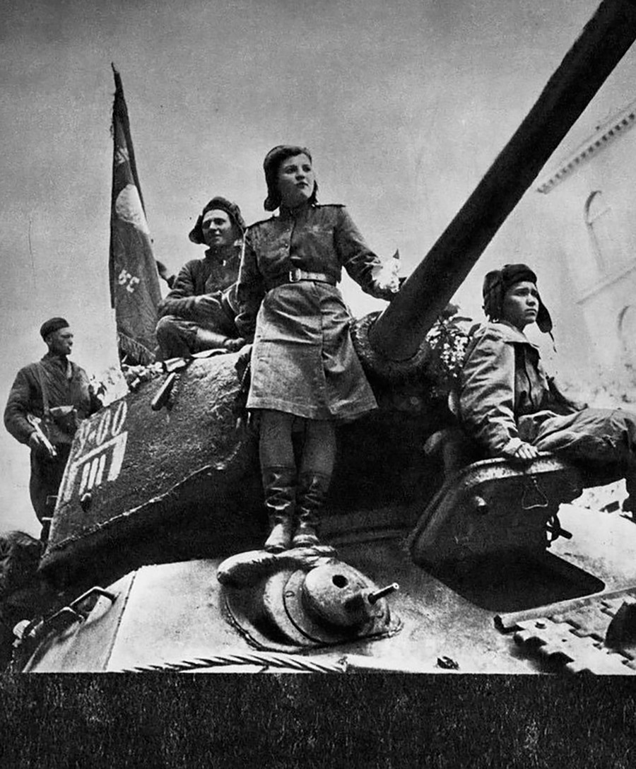 Ein sowjetischer T-34/85-Panzer in Prag.