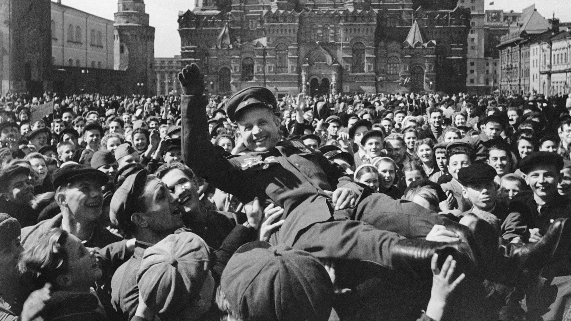 赤の広場で戦勝記念日の祝い