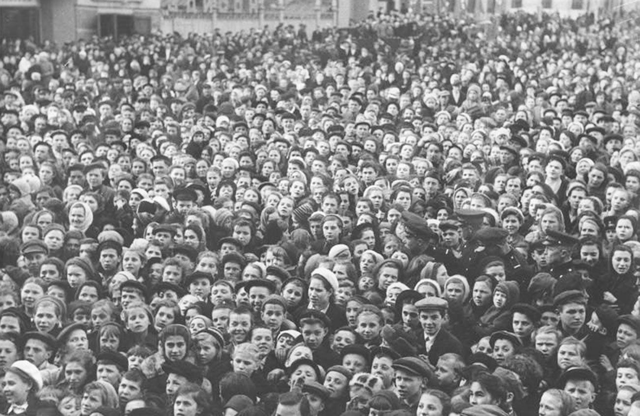 モスクワのマヤコフスキー広場で戦勝記念日の祝い
