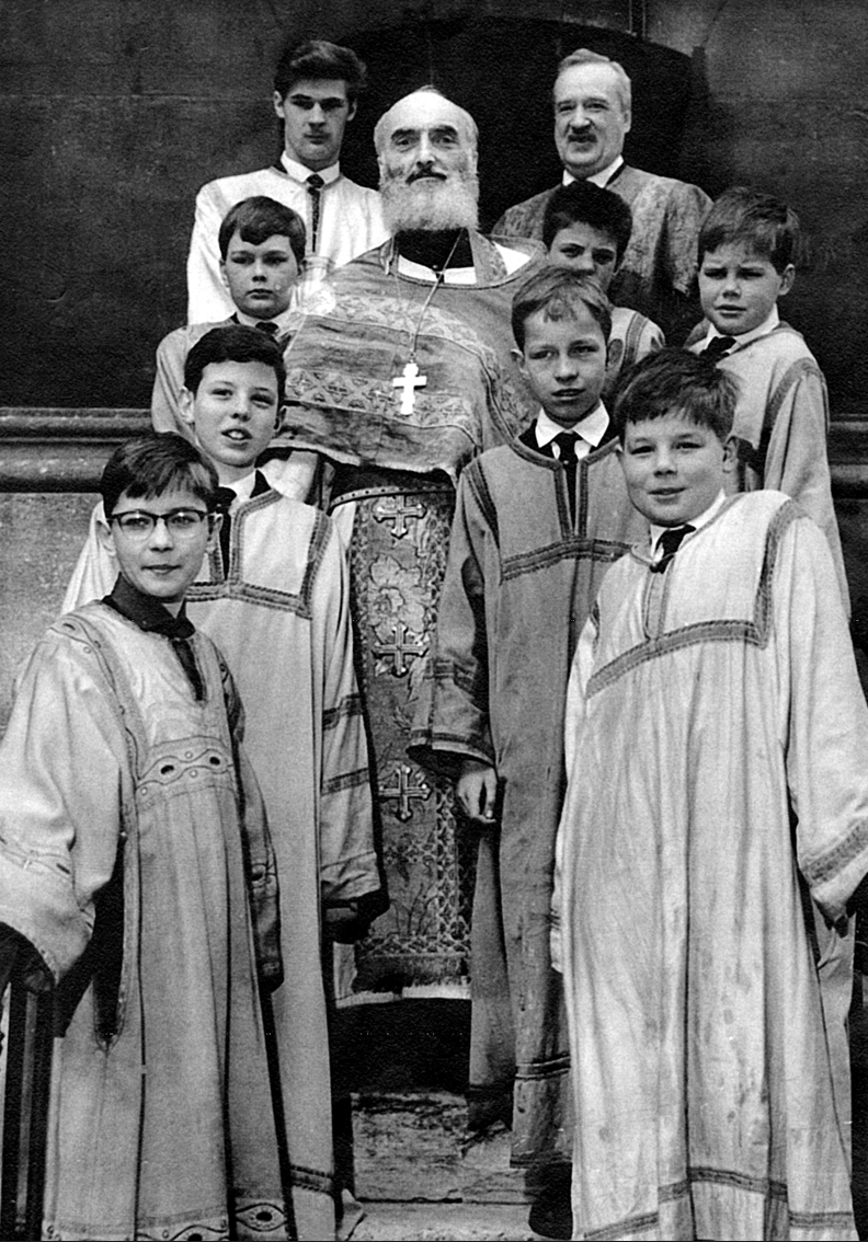 Prince Obolenski portant une soutane religieuse