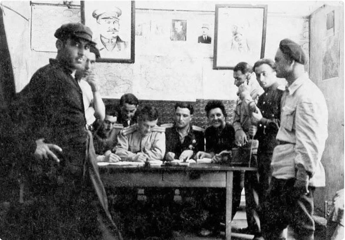 Tamara Volkonskaïa avec des frères d'armes