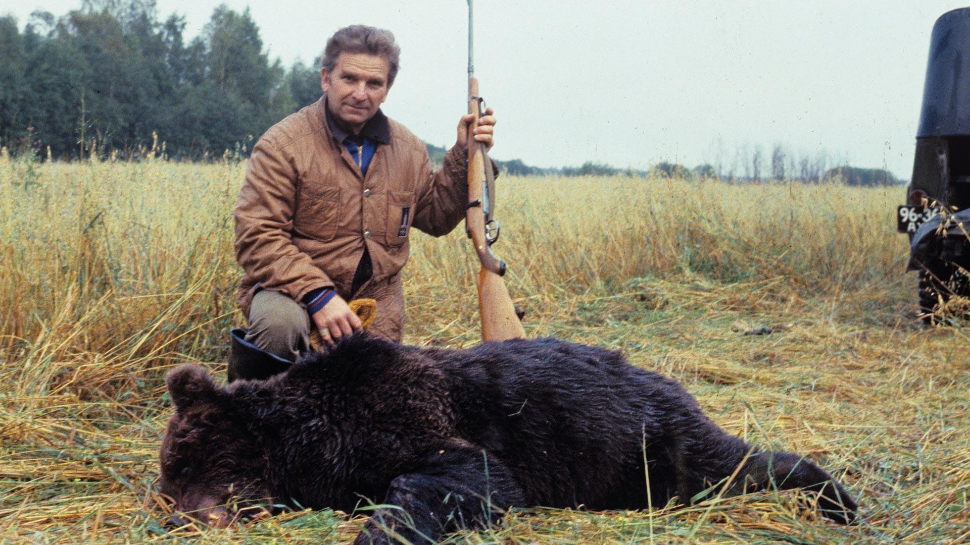 Eine Bärenjagd des 20. Jahrhunderts.