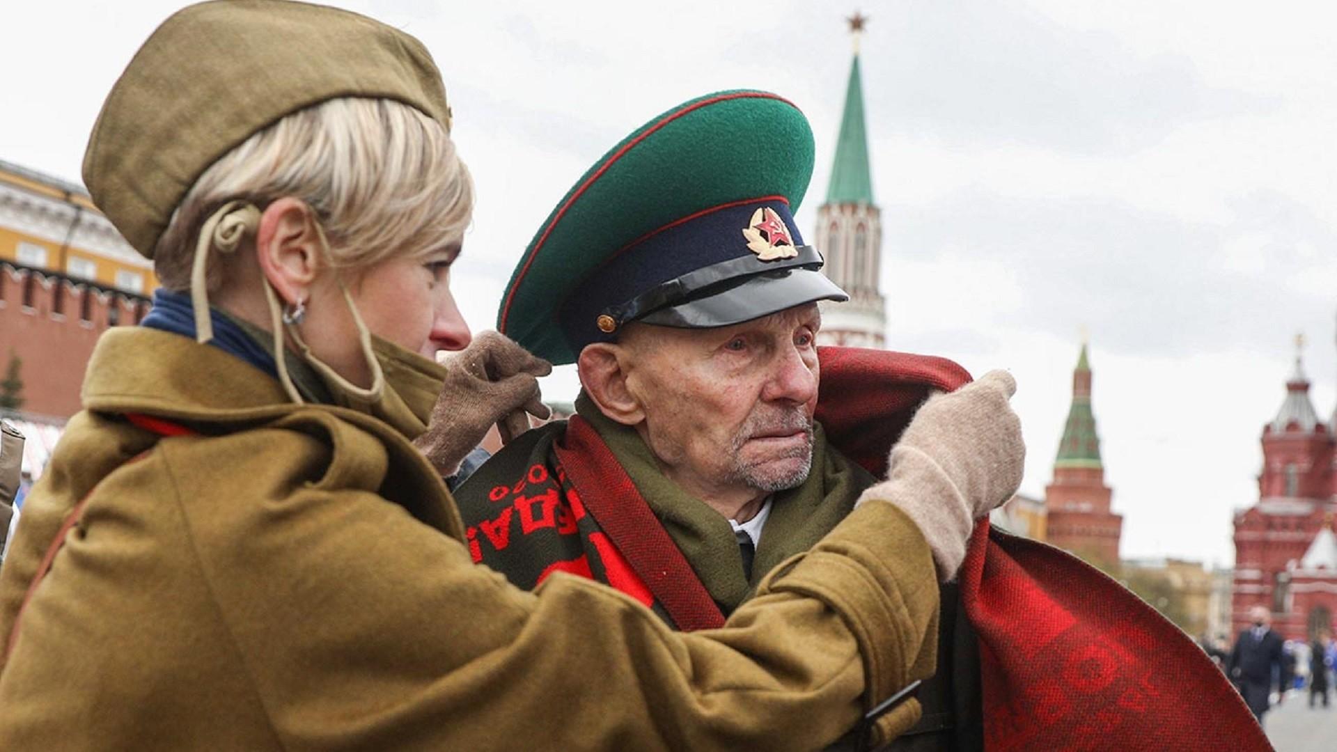 Un vétéran lors du défilé militaire sur la place Rouge dédié au 76e anniversaire de la Victoire dans la Seconde Guerre mondiale.
