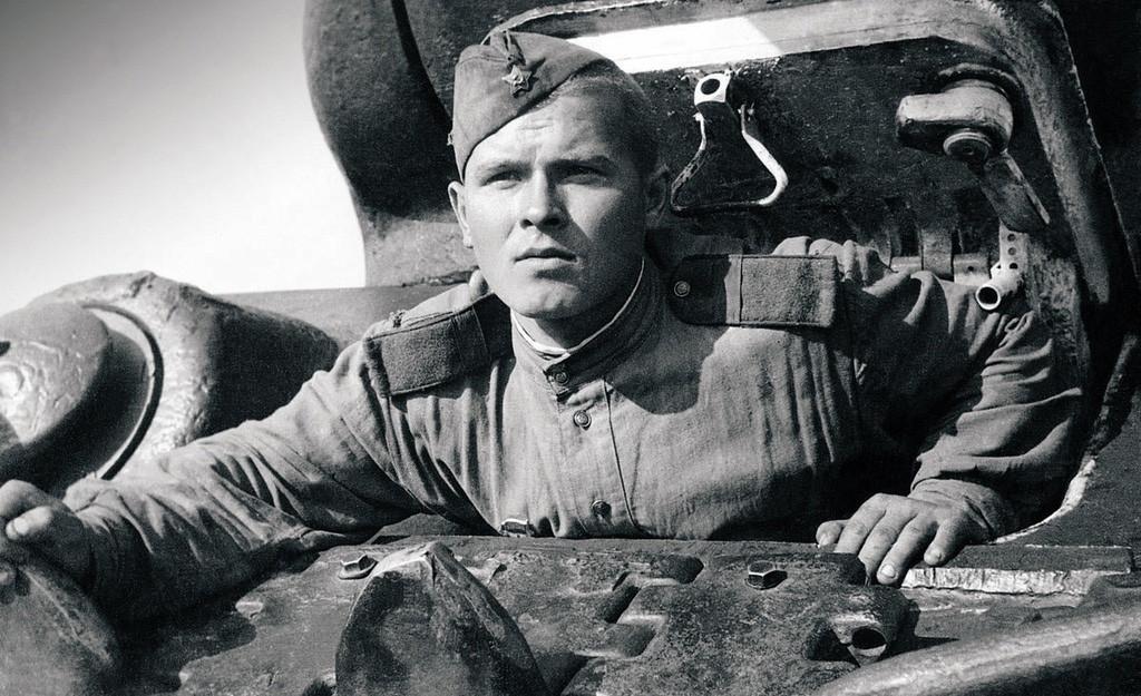 Un pilote de char à l'affût