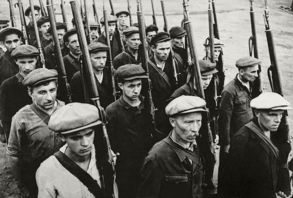 Défenseurs civils de Moscou en marche