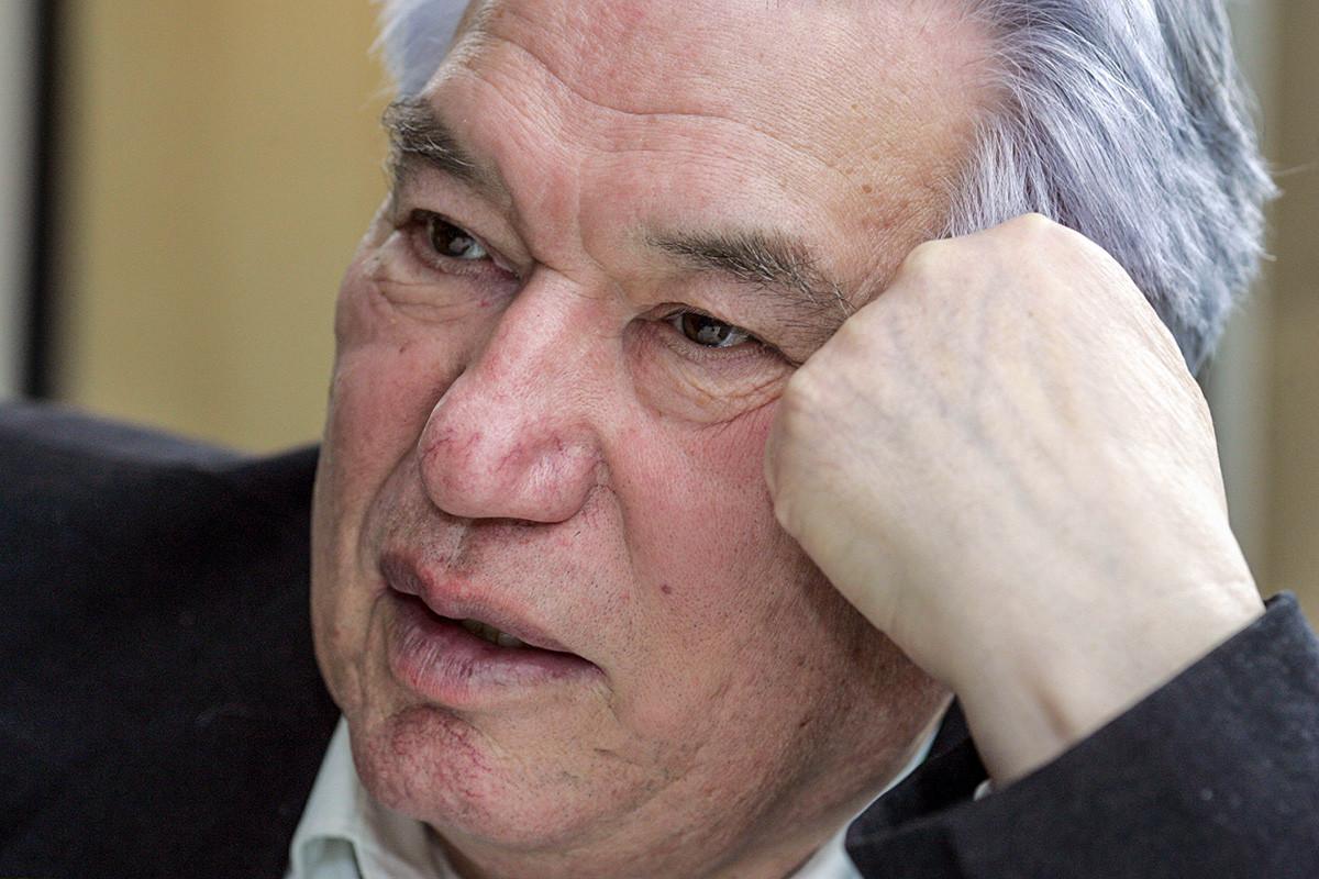 Tchinguiz Aitmatov na Alemanha, em 2007.