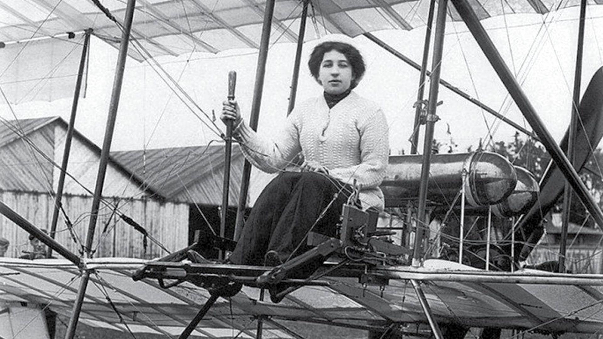 Первая русская летчица Лидия Зверева в самолете «Фарман-4».