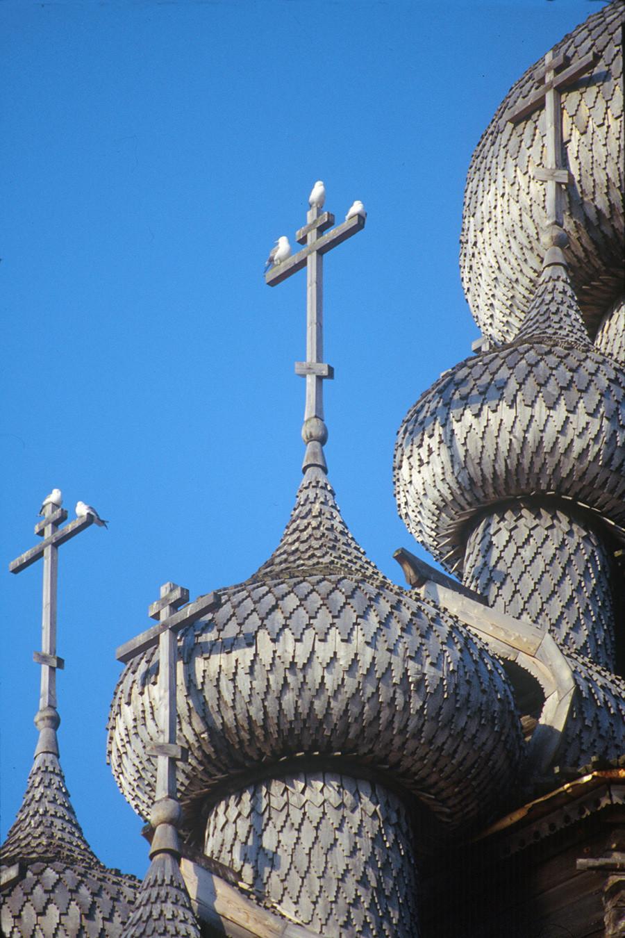 Chiesa della Trasfigurazione. Facciata occidentale, cupole con scandole di pioppo. 6 agosto 1991