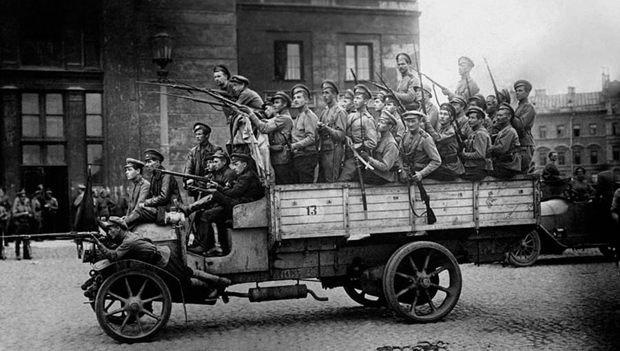 Petrograd révolutionnaire (maintenant Saint-Pétersbourg), 1917
