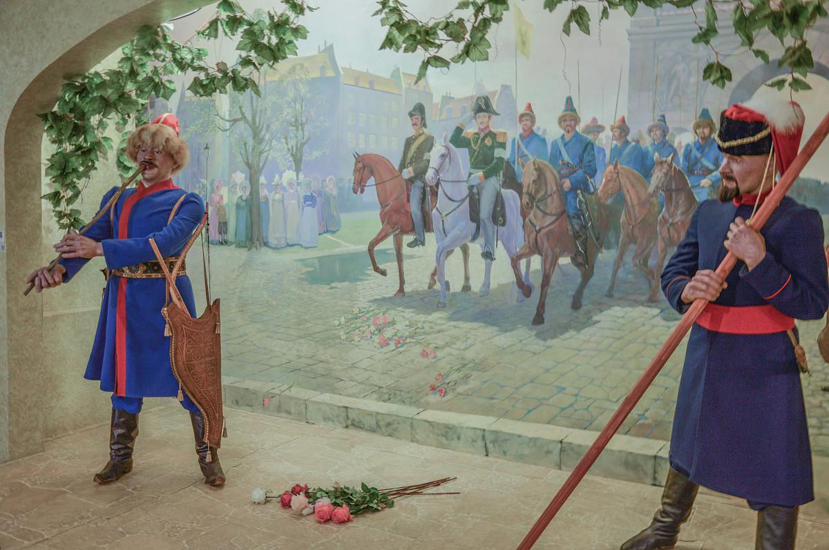 Troupes russes passant l'arc de Triomphe, à Paris, en 1814. L'on peut y constater la présence de cavaliers bachkirs. Reconstitution au Musée national de la République de Bachkirie, à Oufa