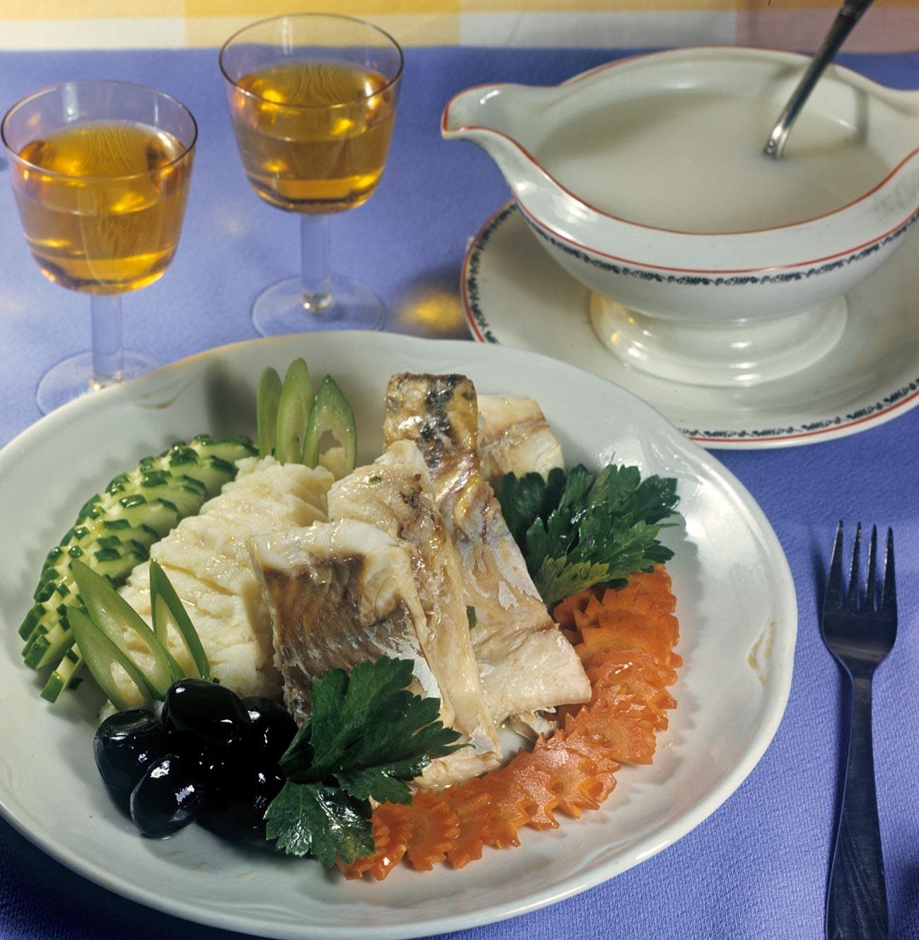 Рыбное блюдо в ресторане.