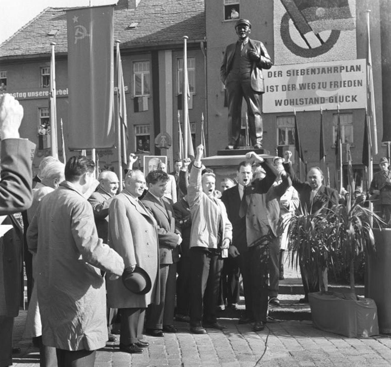 Eisleben, Lenindenkmal, sowjetischer Delegation.