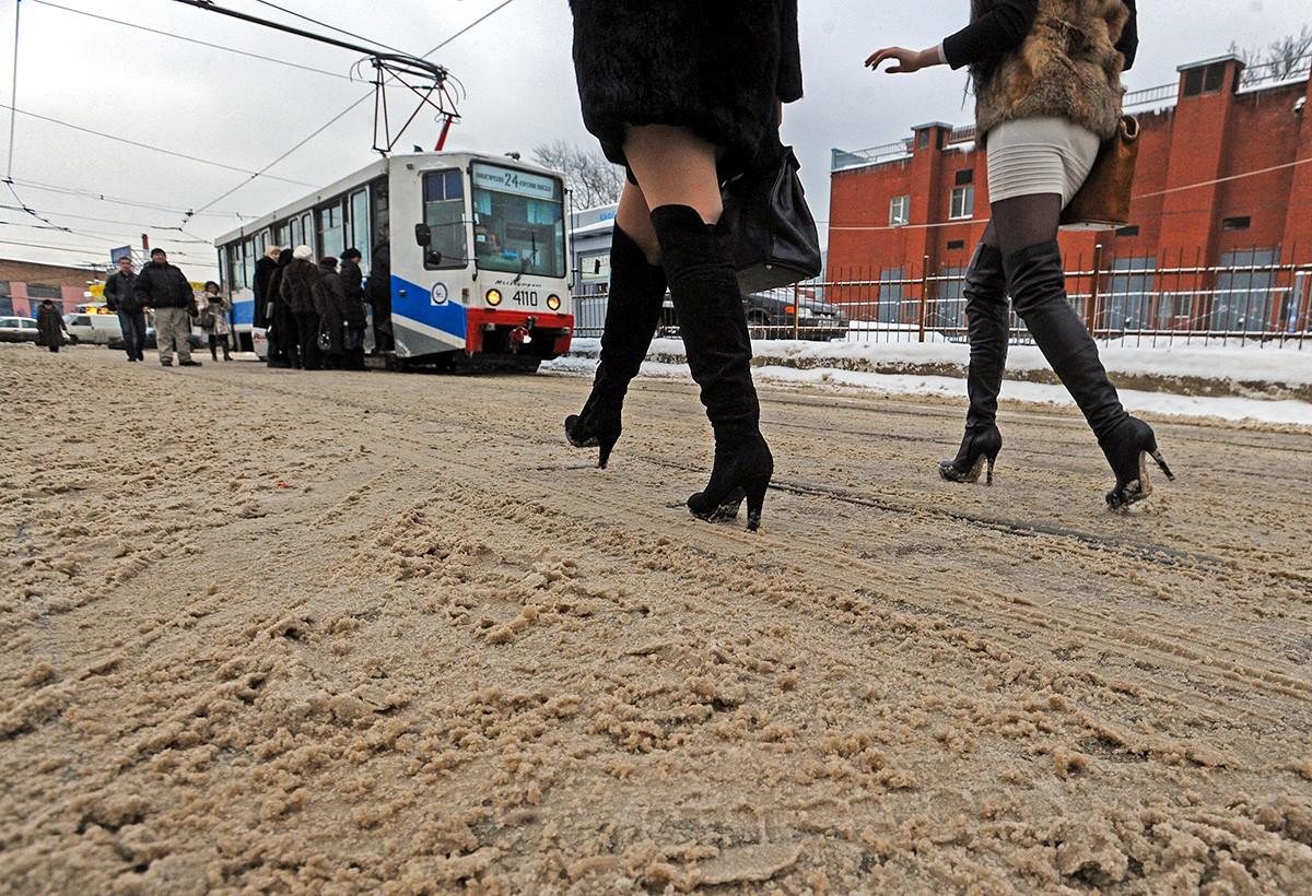 Rezultat obdelave ulic s sredstvi za taljenje ledu