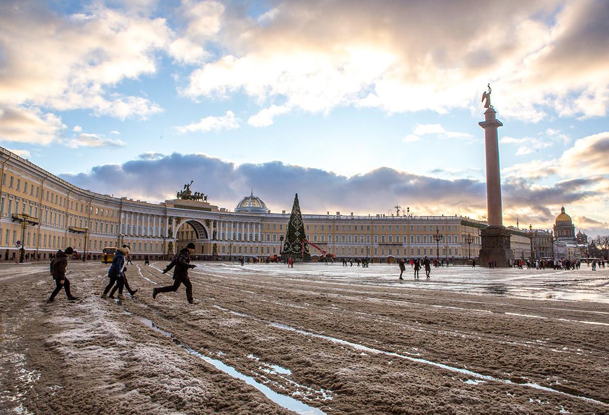 Rusija. Sankt Peterburg. Dvorni trg