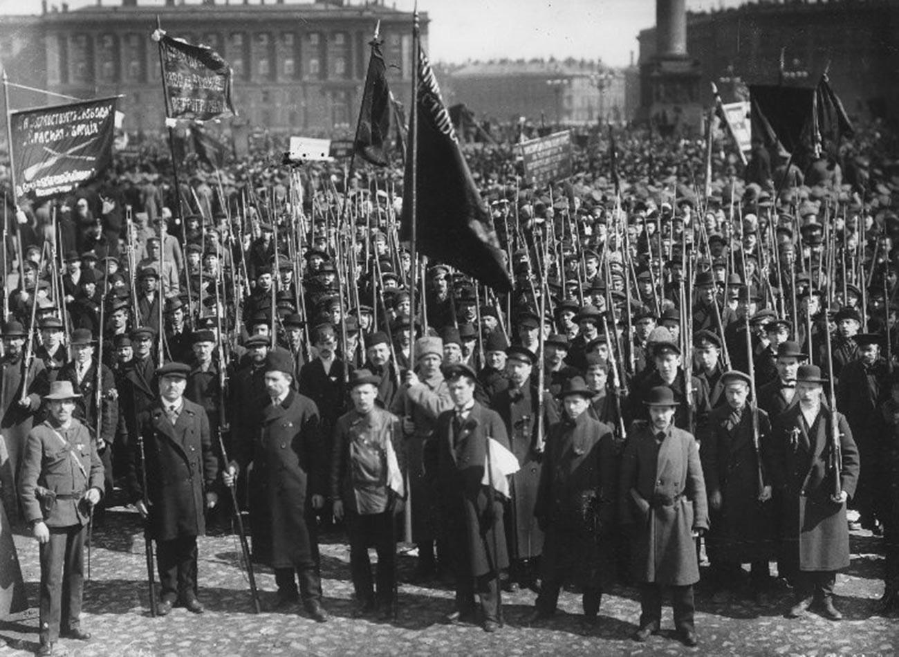 Des manifestants sur la place du Palais