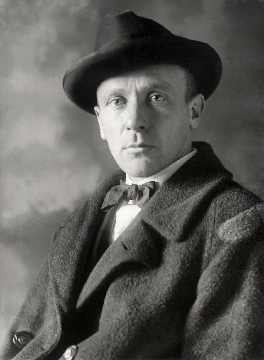 Mijaíl Bulgákov (1891-1940), escritor soviético y ruso. 1928.