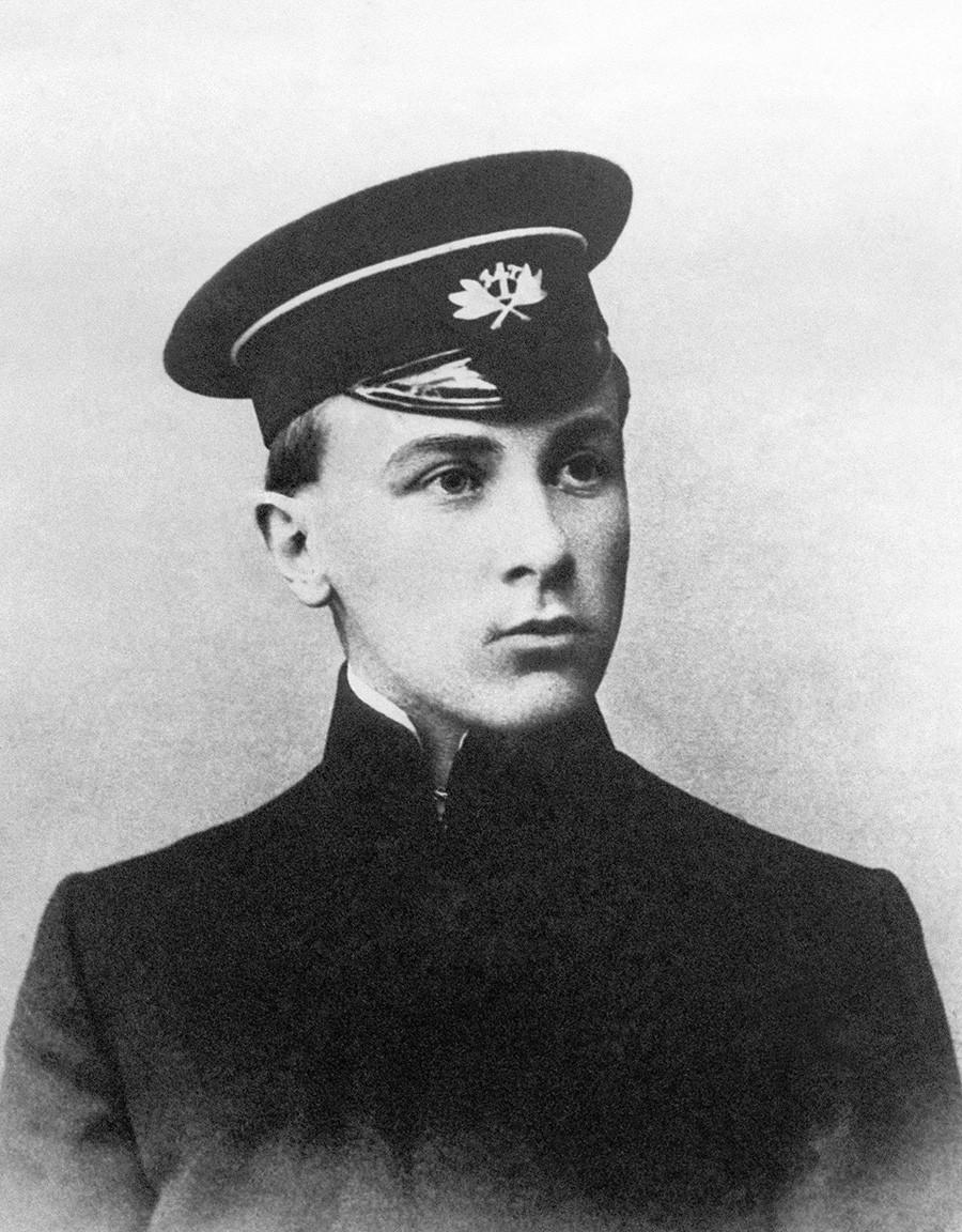 El futuro escritor Mijaíl Bulgákov cuando era estudiante, 1908