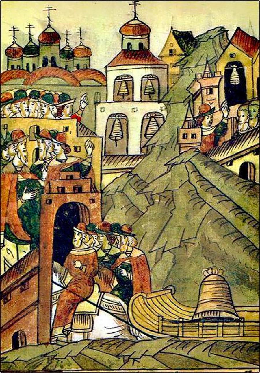 Die mit Seilen befestigte Nowgorod-Glocke wird aus Nowgorod nach Moskau gebracht. Aus der illustrierten Chronik von Iwan dem Schrecklichen (1568-1576).