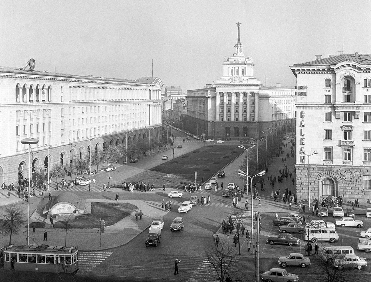 Партиски дом на Лениновиот плоштад.