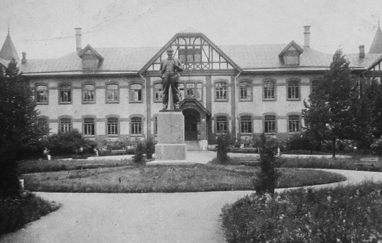 Spomenik Leninu v Puškinu (1933-1940)