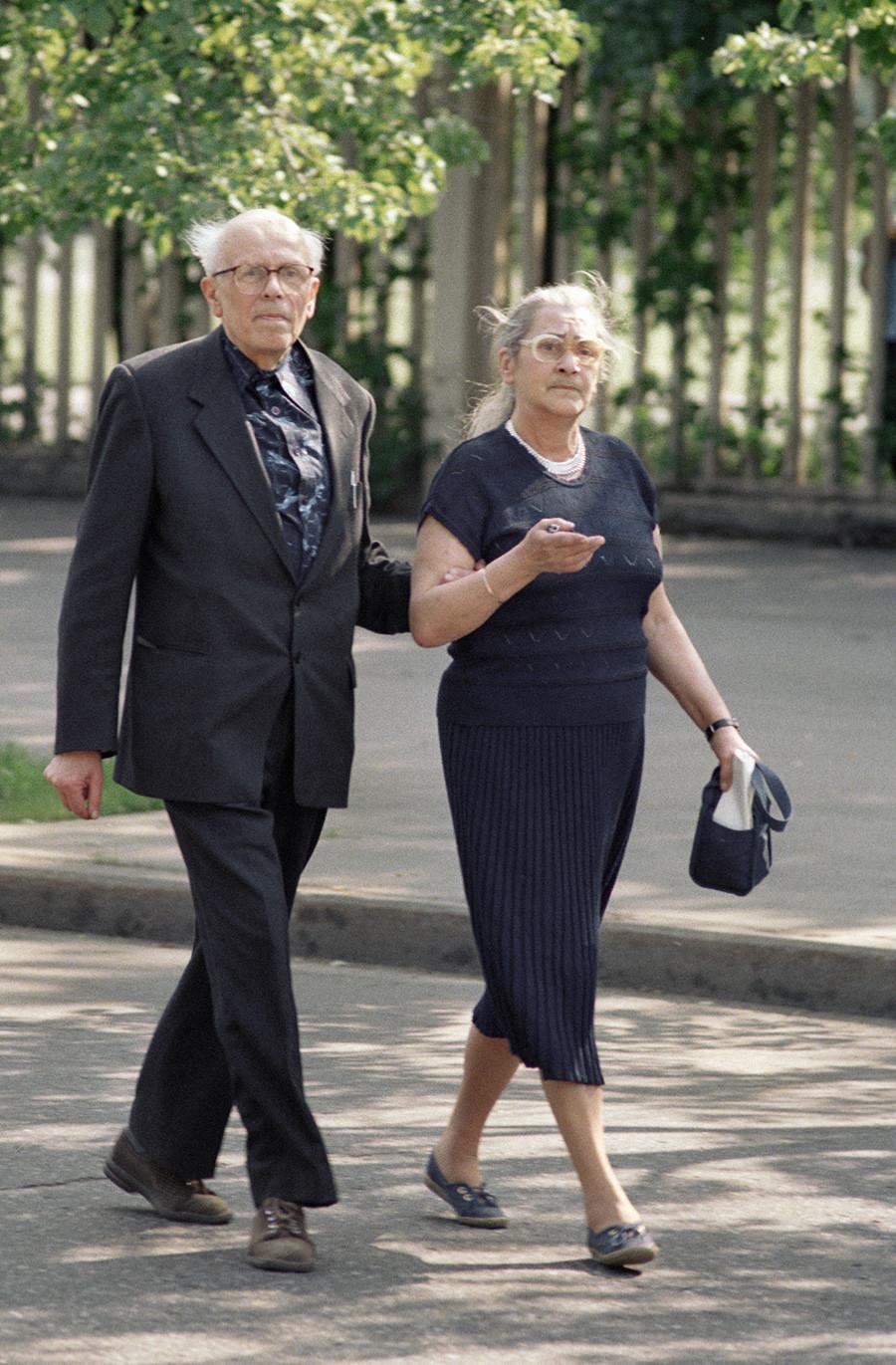 Andrêi Sákharov e a mulher, Elena Bonner.