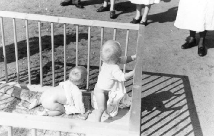 Foto tomada en una de las casas de nacimiento Lebensborn en la Noruega ocupada por los alemanes nazis durante la Segunda Guerra Mundial.